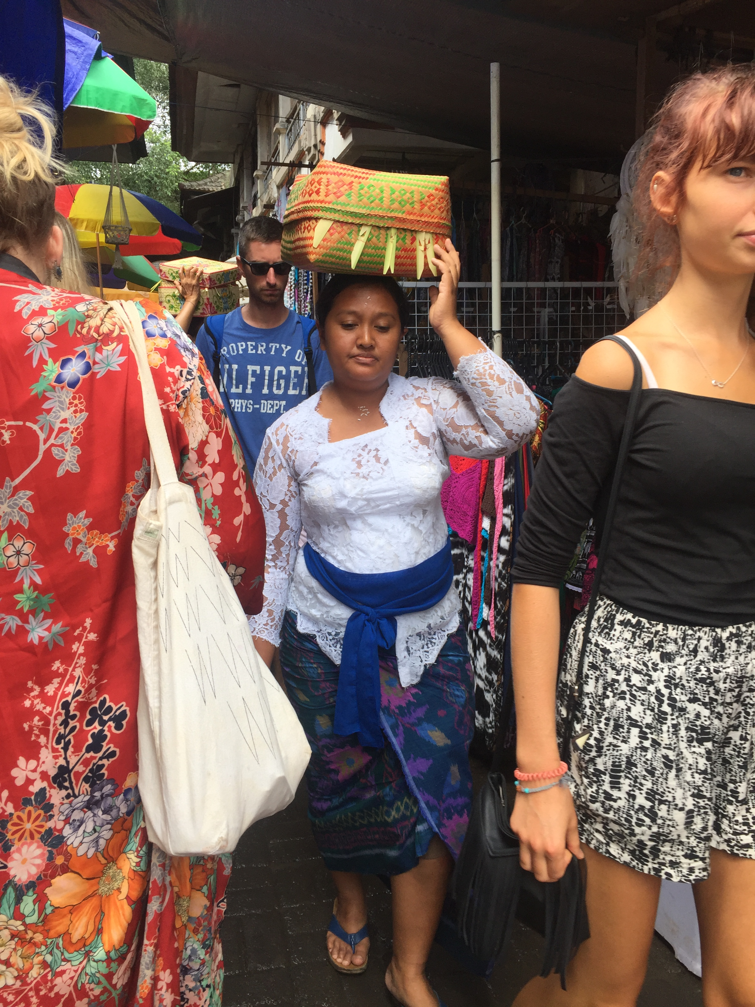 balinese women.JPG